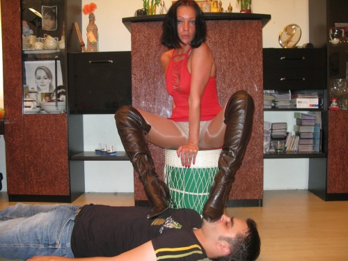 Turkey Mistress Boot Licking